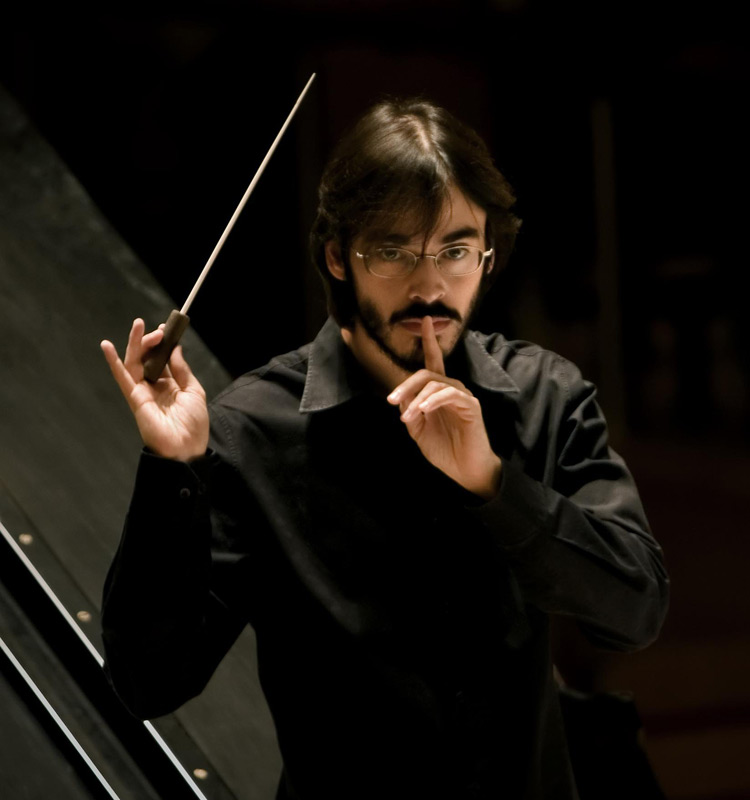 Conductor Ilan Volkov. Photo: Simon Butterworth ©BBC