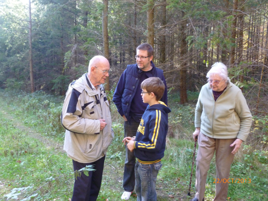 Bob Naffin_Dr Hans Richter with descendants Ian Hill and sister of Ian Phillips