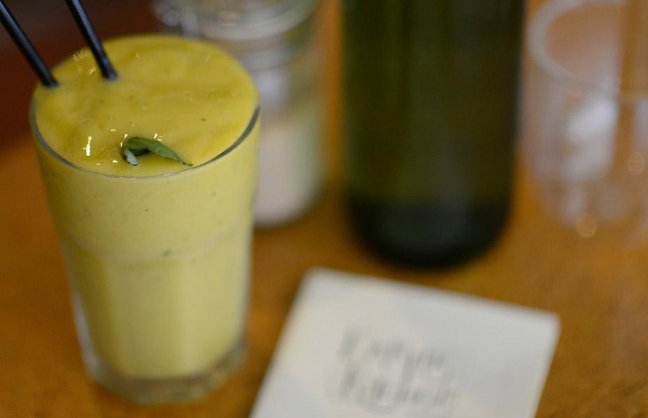 Earths-Kitchen-smoothie