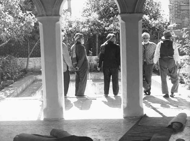 View through arches of Adelaide Mosque to garden and pool in 1937. Image courtesy of the State Library of South Australia, SLSA: B 7286, Public Domain