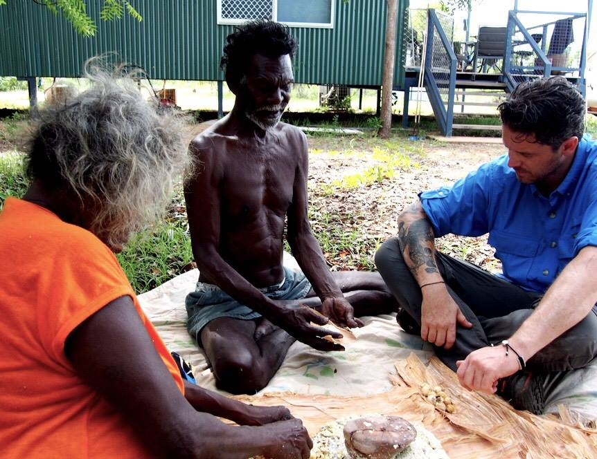Aunty Dorothy and Richard Gandhuwuy Garrawurra show Zonfrillo the first steps for making cycad damper.