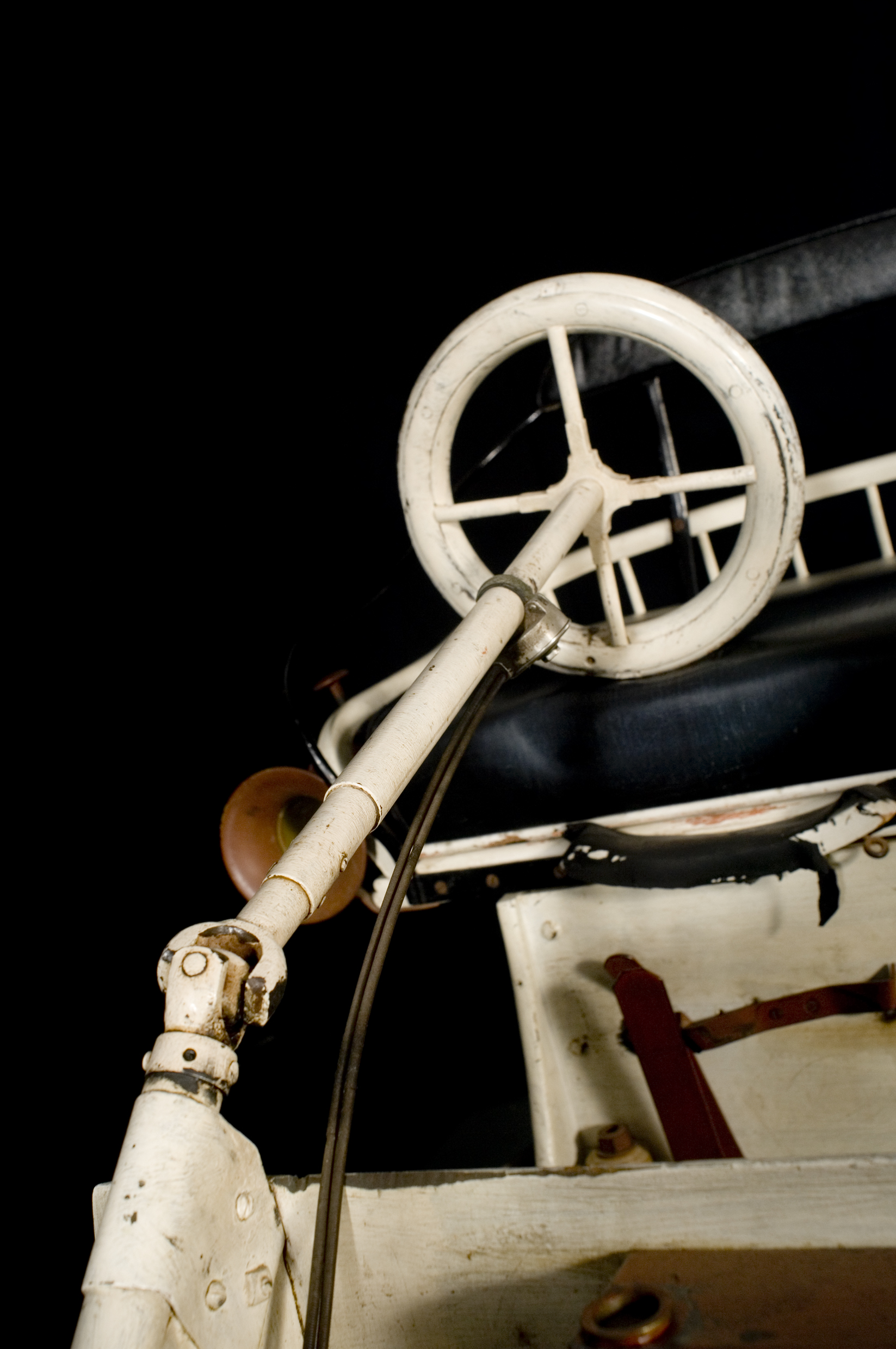 Detail of the articulated steering system.