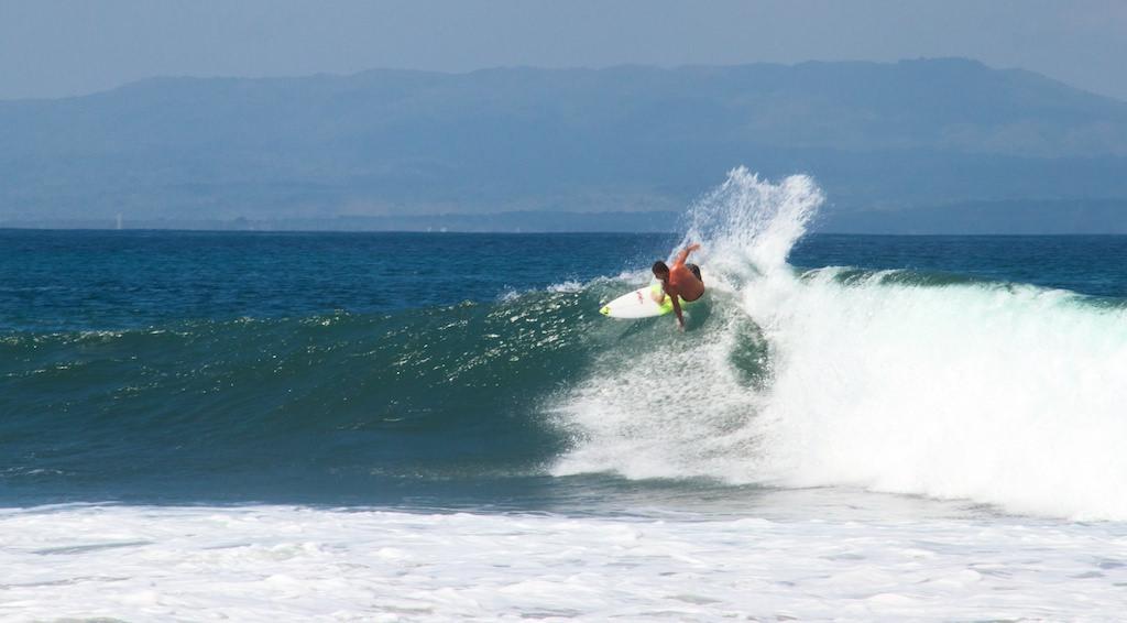 An experiences surfer shows how it's done. Photo: Mikaku / AAP