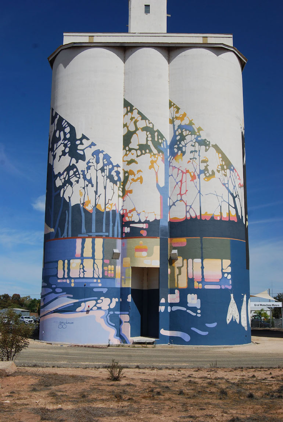 The Waikerie Silo Art project is unique because the silos are painted all the way around and can be viewed from the land and river.